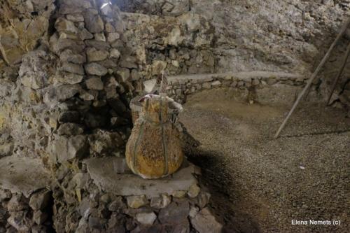 Место для хранения внутри пещеры